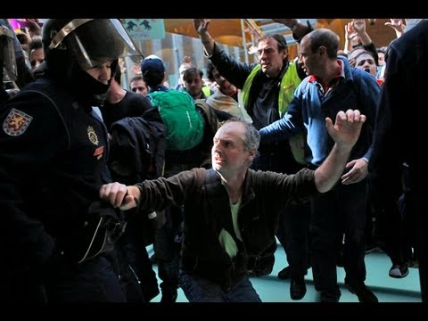 Spanish airline protesters clash with police