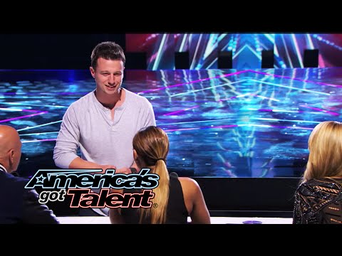 America - The magician stretches the boundaries of a card trick and paints a picture of Howie Mandel! See Mat Franco's amazing work! » Subscribe: http://full.sc/IlBBvK » Watch America's Got Talent...