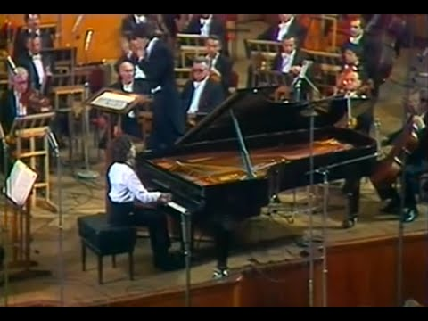 Evgeny Kissin plays Chopin Piano Concerto no. 1, op. 11 - video 1985
