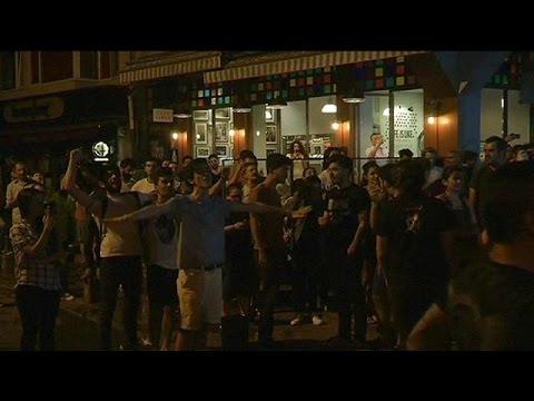 Κωνσταντινούπολη: Διαδήλωση υπέρ του αλκοόλ και των Radiohead