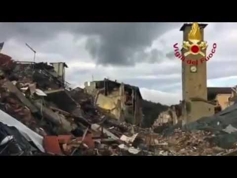 Terremoto, ad Amatrice crolla anche il palazzo rosso VIDEO