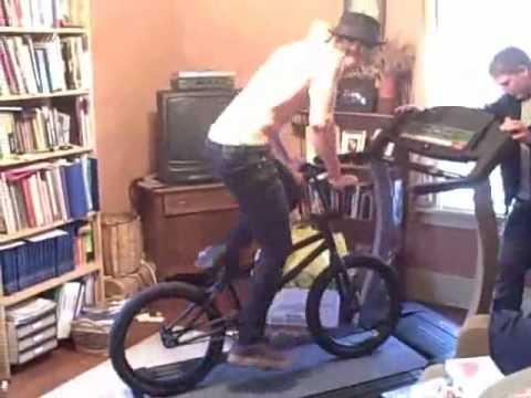 video der woche mit dem fahrrad auf das laufband. Black Bedroom Furniture Sets. Home Design Ideas