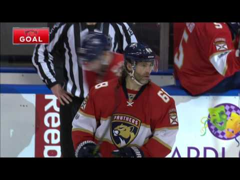 Video: Jagr gets a lucky bounce off Kuemper for 13th goal of the season