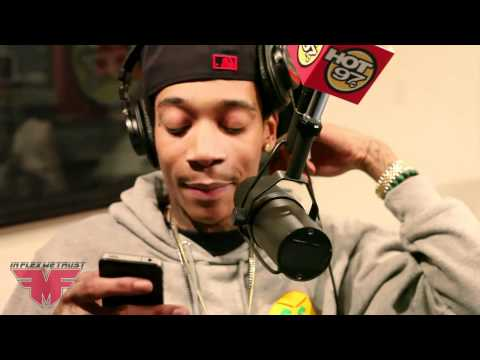 Wiz Khalifa freestyles in radio!