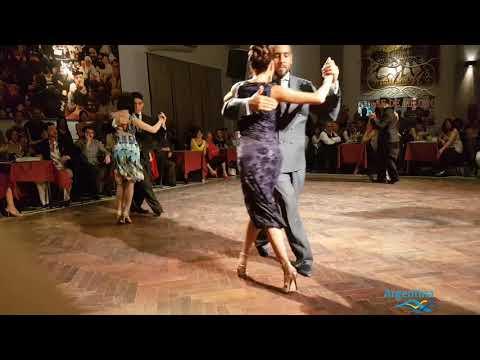Profesores bailando milonga en Salon Canning