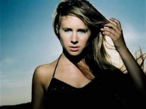 Tekst piosenki Lucie Silvas - Right here po polsku