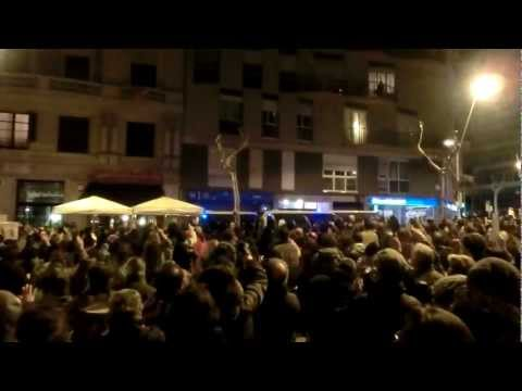 jcccam - Crits de dimissi a la concentraci davant la seu del PP a Barcelona el dia 2 de febrer de 2013, en motiu de la corrupci que afecta al PP (entre d'altres).