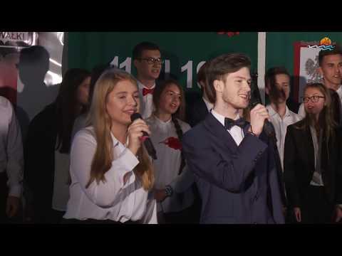 Przebojowa impreza w ZS nr 2 w Suwałkach. Muzyczne Dekady - młodzi ludzie, stare hity