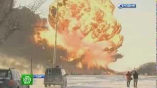 В США столкнулись два поезда с нефтью. Экологическая катастрофа