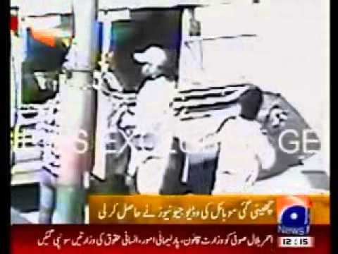 Liyari Gangwar - Lyari Gang war Gangsters using Police Mobile for kidnapping in Karachi.