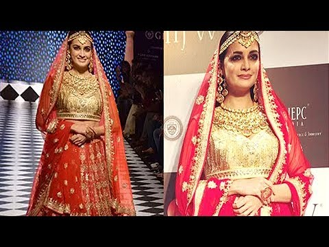 IIJW 2017: Dia Mirza Rampwalk As A Royal Princess