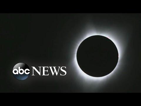 Crowds gather to witness solar eclipse in Oregon (видео)