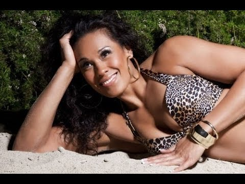 Tamina Snuka Hot Diva Bikini Moments