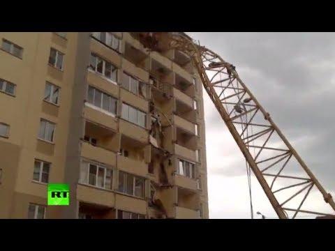 俄羅斯吊臂被風吹倒 遭殃大樓如被刀子削過