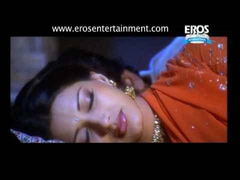 Video Sonali Bendre gets romantic - Indra The Tiger download in MP3, 3GP, MP4, WEBM, AVI, FLV January 2017