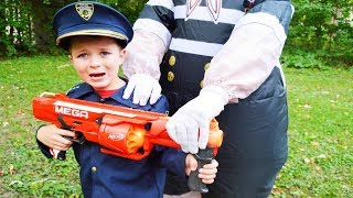 Video Halloween Silly Kid spooks Sketchy Mechanic featuring the Assistant silly funny kids video MP3, 3GP, MP4, WEBM, AVI, FLV Juli 2018