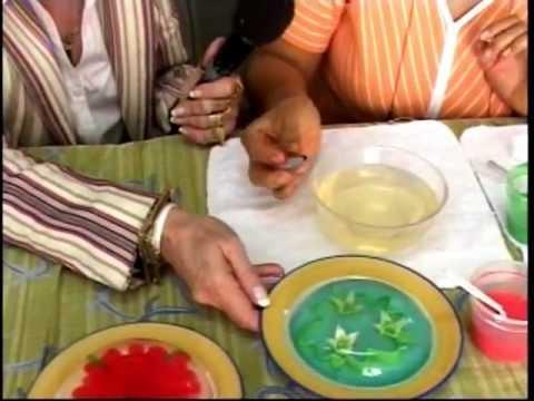 inyectar - En esta sección de TV se presenta como preparar la gelatina para inyectar las flores y se hace una flor como demostración. Visita nuestra página para más inf...