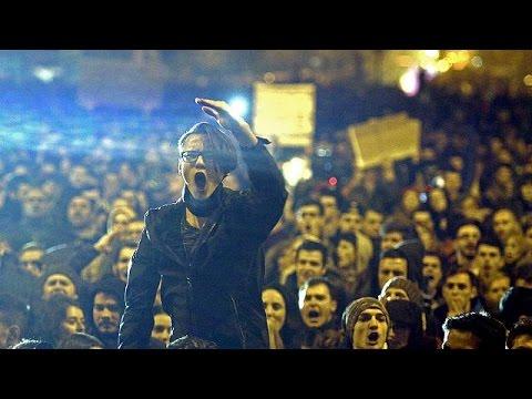 Ρουμανία: Νέες μαζικές διαδηλώσεις παρά την παραίτηση της κυβέρνησης