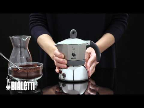 Видео Гейзерная кофеварка Bialetti Moka Express на 9 чашек