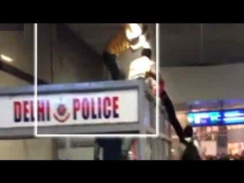Three Nigerian nationals beaten up by Delhi Metro commuters at Rajiv Chowk station 30 September 2014 08 PM