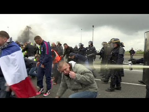 Γαλλία: Χάος στο Καλαί – Μετανάστες κρύφτηκαν σε φορτηγά