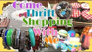 Video Thrift With Me! Such Great Prices! On The Hunt For Vintage Easter Decor! MP3, 3GP, MP4, WEBM, AVI, FLV Juni 2019