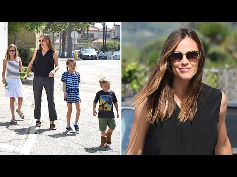 Jennifer Garner Looking Gorgeous At Sunday Services With The Kids