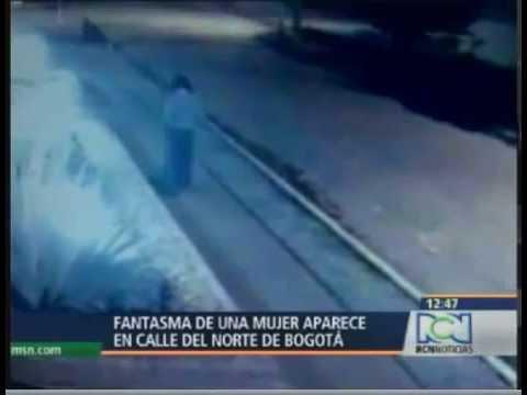la donna che all'improvviso scompare: ripresa dalle telecamere