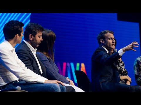 Échange avec des créateurs de start-up françaises et européennes au salon VivaTech.