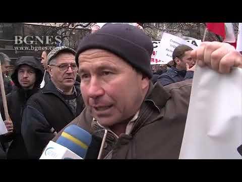 Перничани щурмуваха сградата на МРРБ с искане за оставката на правителството