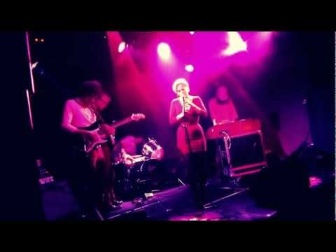 Good old awesomness @013/#incubated: U.S. Girls & band [video]