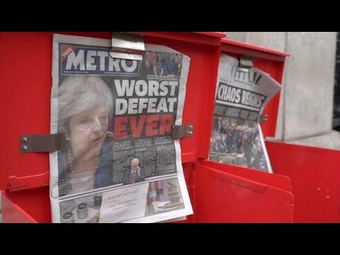 Brexit: Διχασμένοι οι Βρετανοί πολίτες μια ημέρα μετά την ήττα της Μέι…