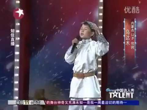 Bài hát của cậu bé 12 tuổi việt Nam làm triệu người khóc
