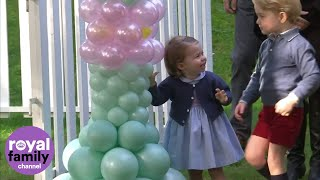 Cambridge (ON) Canada  city photos gallery : Prince George and Princess Charlotte play with balloons and pet animals
