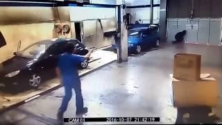 Bierz szmatę i zapi**dalaj! Tak pracownik myjni załatwił cwaniaka grożącego nożem!