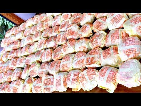 紐西蘭大胃王試圖打破日本大胃王挑戰的「100個麥當勞漢堡」世界紀錄,而最終的結果是...