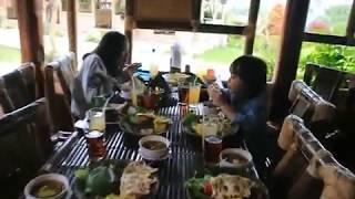 Makan Siang di Saung Gawir, Ciwidey, Bandung Selatan (21/09/2017)
