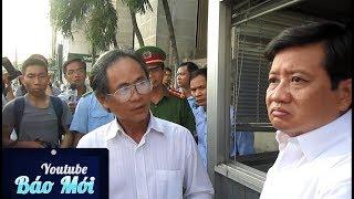 Download Video Người đàn ông xô đẩy ông Đoàn Ngọc Hải là ai ở Ngân hàng nhà nước TP.HCM - Tin Tức Mới MP3 3GP MP4