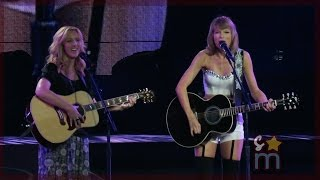 Taylor Swift & Lisa Kudrow -