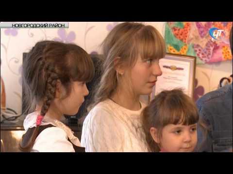 С наступающим праздником многодетную мать поздравил Александр Коровников