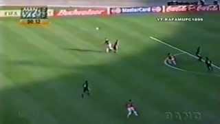 O Vasco da Gama vence o então campeão europeu de clubes no Maracanã, em jogo válido pelo primeiro mundial de clubes.