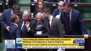 Nitras położył przed Kaczyńskim symboliczne dziecięce buciki !