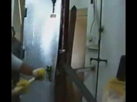 """רב בריח מתמחה בייצור דלתות ברמת מיגון המתקדמות בעולם. סרטון זה מדגים ניסיון פריצה של דלת """"פריצה קרה"""" תוצרת רב בריח ע""""י אנשי צבא ישראליים."""