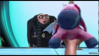 ó lẽ sau Up, Despicable Me sẽ là bộ phim thành công nhất của Pixar về đề tài tình cảm gia đình khi lôi kéo sự cảm động và tiếng cười của hàng triệu người xem trên thế giới trong đó có Việt Nam. Từng tráng vỗ tay không ngớt trước những pha hài hước của đội quân Minion hay cách mà lão Gru hối hả vội vã bay về trái đất để kịp dự buổi lễ rồi đau đớn nhận ra 3 đứa trẻ yêu dấu của mình đã bị bắt cóc cho thấy sức hút thuyết phục của bộ phim không chỉ là hài hước mà còn là nội dung rất đáng đề cao.