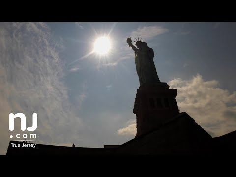 Solar eclipse 2017 time-lapse from the Statue of Liberty (видео)