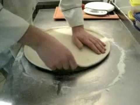Как правильно сделать основу для пиццы