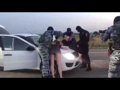 Konkretny wjazd policji na środku drogi. Dziewczyna o mało nie zeszła na zawał