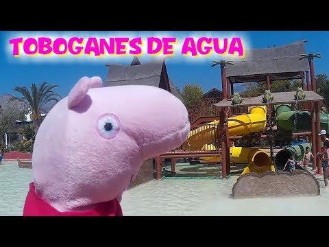 Peppa y George VACACIONES en parque acuático de TOBOGANES DE AGUA  Vídeos Peppa Pig en español