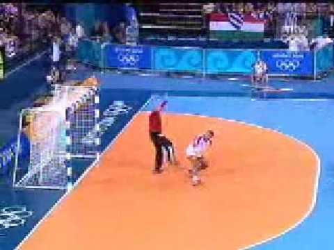 這位奧運比賽選手心機也太重了!哪有人這樣子投球的!?
