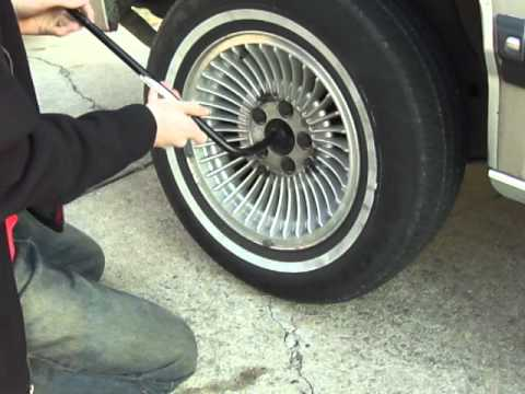 How to Change a Tire on a 1979-1991 Mercury Grand Marquis